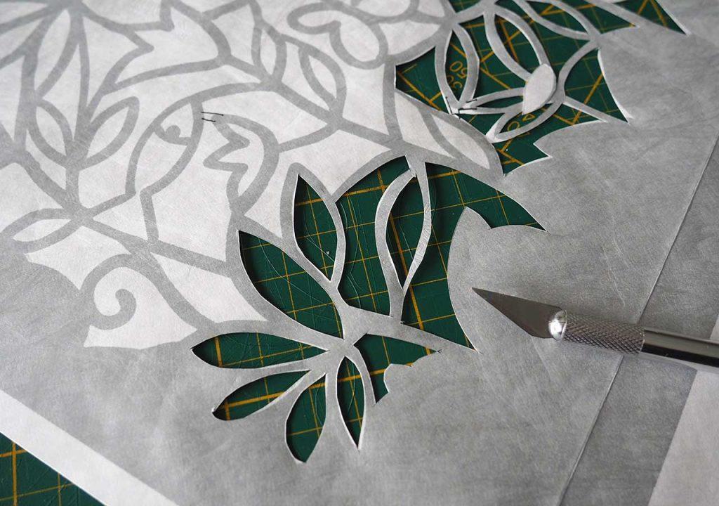Schablonenschnitt Frühlings-Flora-Fauna- Muster nach müllerinart