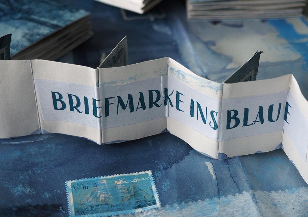 blaue Sommerbücher nach ©muellerinart