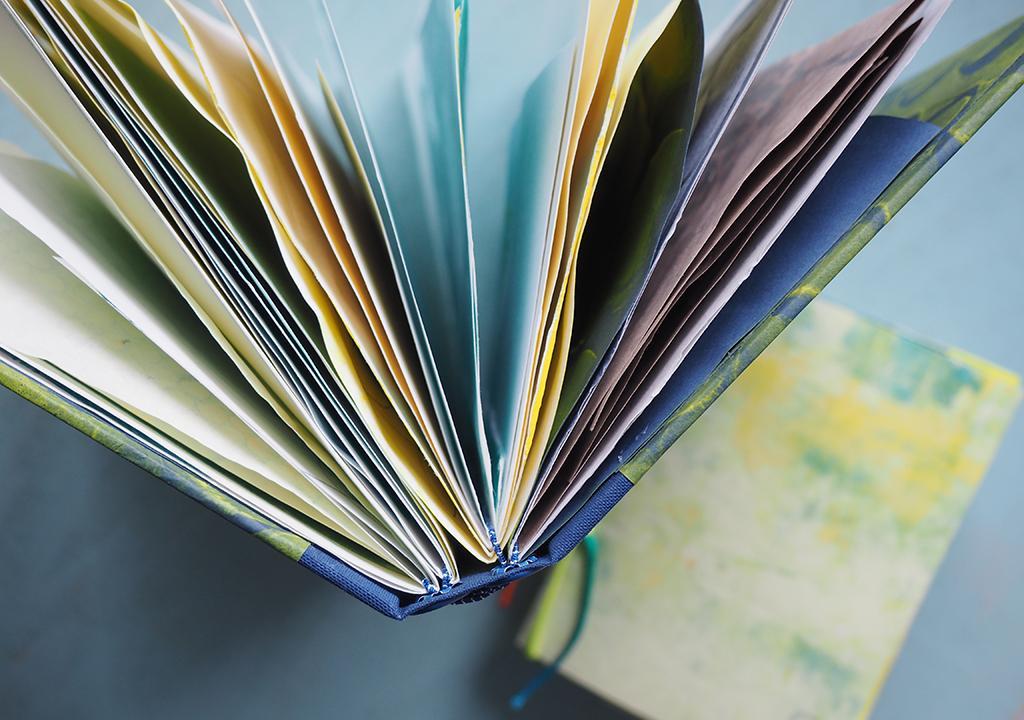 Gummibandbuch mit Kleisterpapier nach ©Müllerin Art