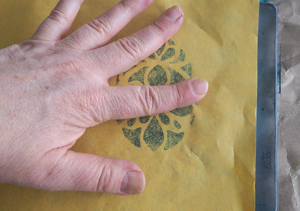 Gelliprint mit Stempelfarbe und Schablonen ©muellerinartstudio