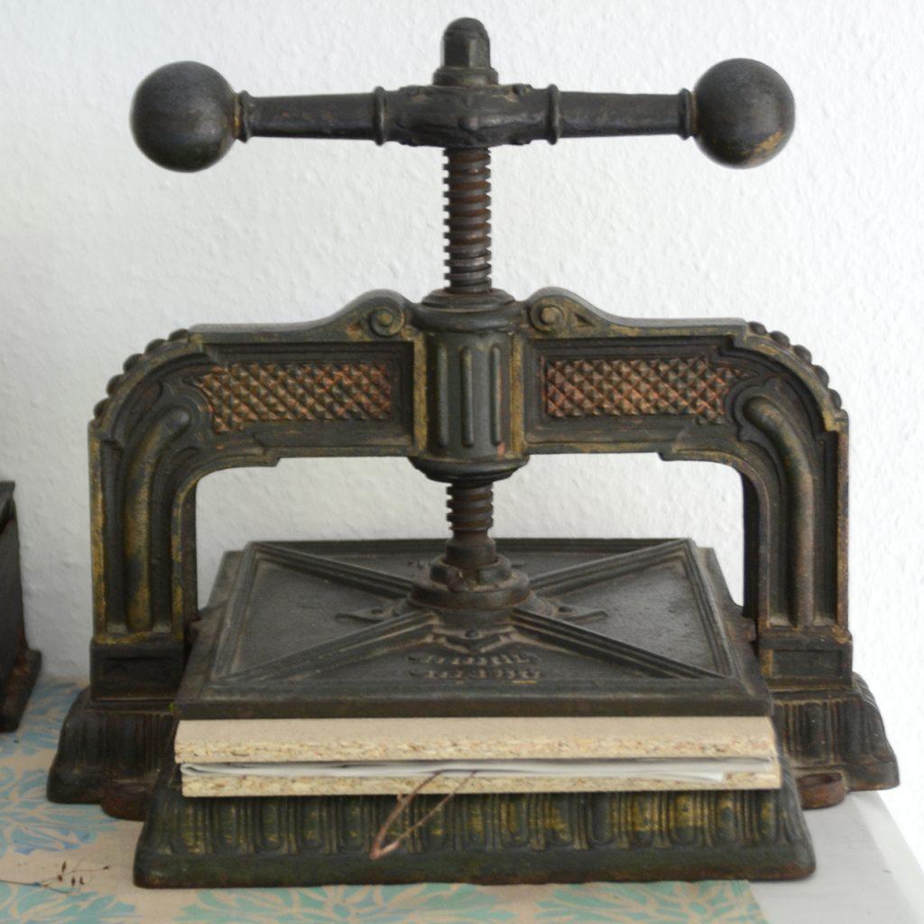 Buchpresse ©muellerinart