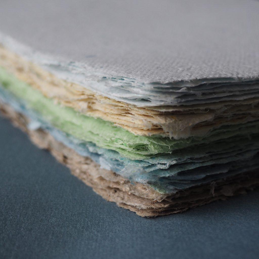 Papierschöpfen nach ©muellerinart Sommerpost 2021